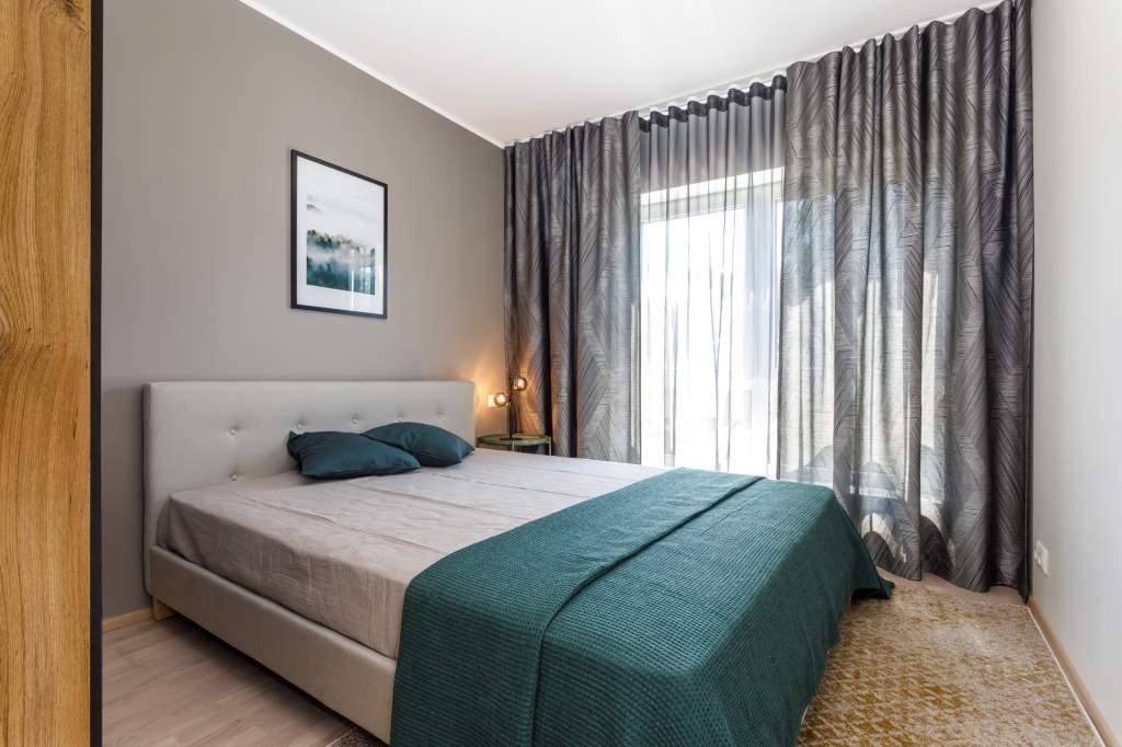 Magamistuba - külgkardinad koos päevakardinaga. Idee valmis koostöös Palazzo Interiors sisearhitektiga.