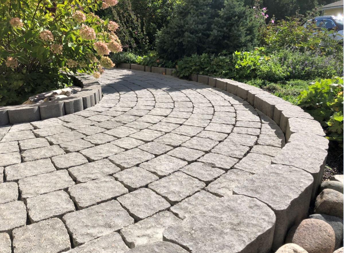 Laineri äärekiviga on mugav ääristada kõnniteid ja peenraääri. Tänu kivi kujule ei eelda paigaldamine toestamist ja seetõttu on paigaldustööd lihtsad nii sirgete, kui ka kaarjate piirete rajamisel.
