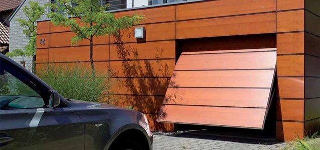 Kohapeal paigaldatava voodriga garaaži tõstuks (sektsioonuks LR F42 ) sulandub ilusti fassaadiga.