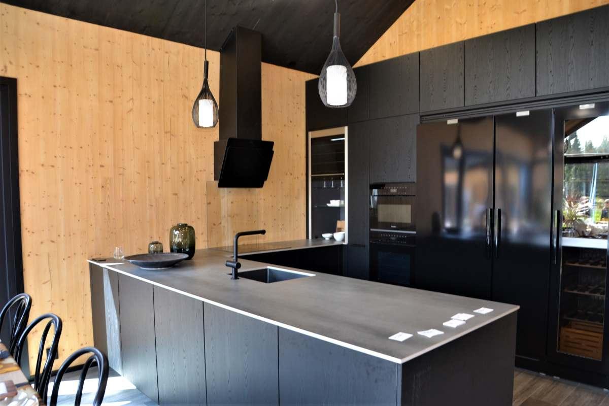 Köögimööbel - must spoon ja õhuke kivi