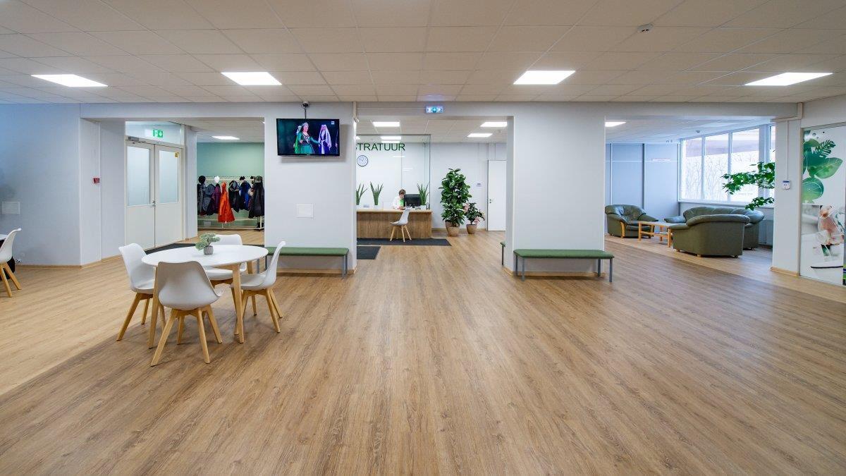 Elva haigla registratuuri põrand - vinüülparkett LVT Luxury Vinyl Tile