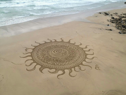 Mandala rannaliival, Beach Mandalas, The Buddhist Centre thebuddhistcenter.com