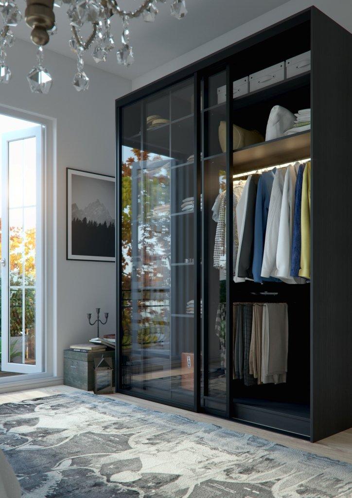 Moodne musta värvi klaasuste ja LED-riidepuutoruga garderoob. L-UKS