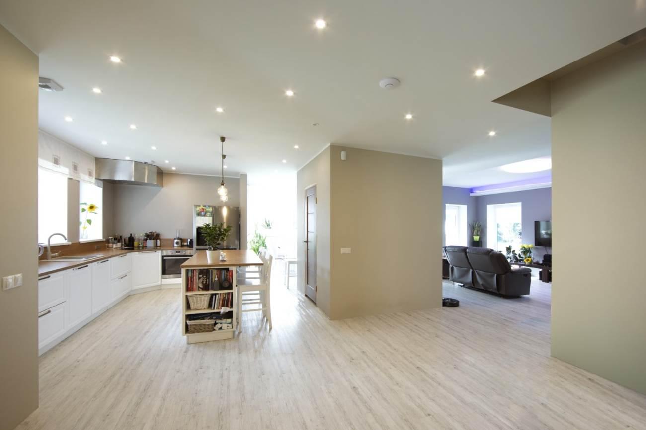 Maja loodi täiesti uue projekti alusel, kõikjal on tunda avarust ja valgust.