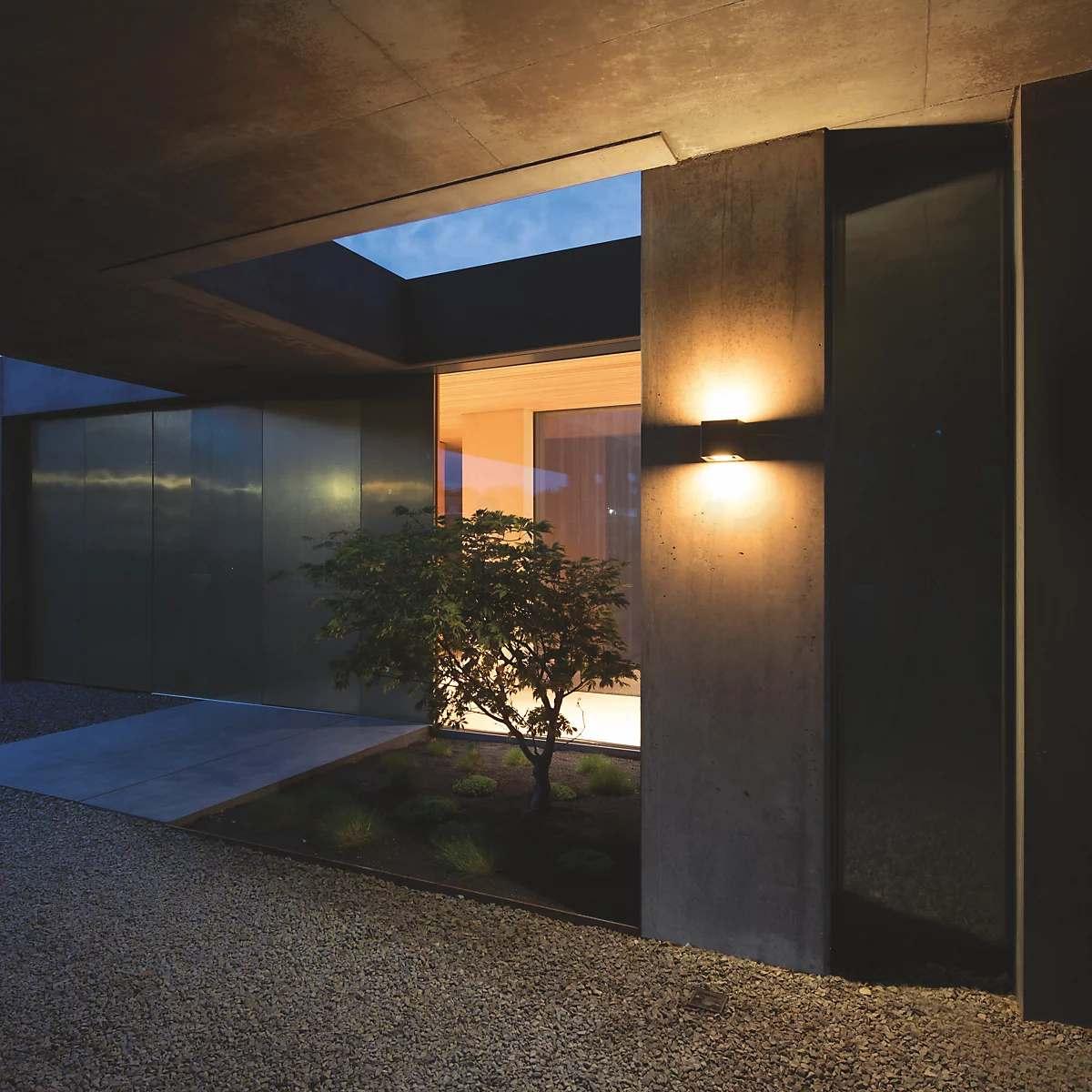 Hoone sise- ja fassaadivalgustuse koosmõju - IP44.de gap Q LED Wall Light