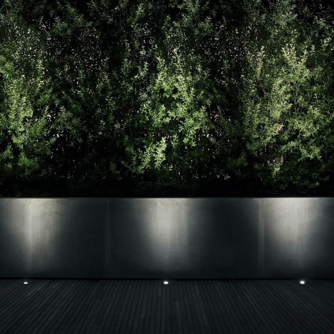 Rütmiline valgustus müüril ja haljastusel - Landlord Flos Outdoor Lights