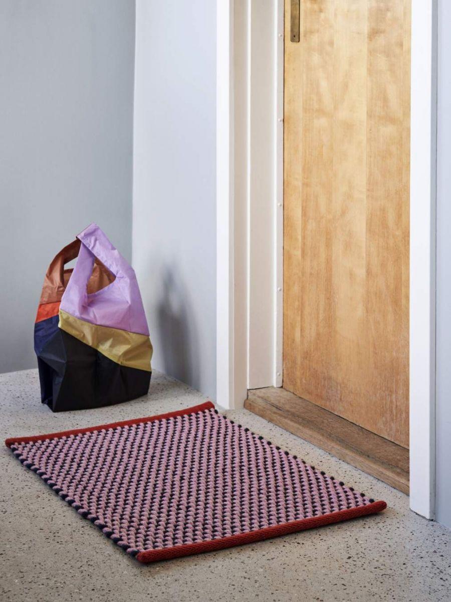 Laias värvivalikus Door Mat vaibakesed on valmistatud uksematile sobivast juteriidest. Tootja: HAY
